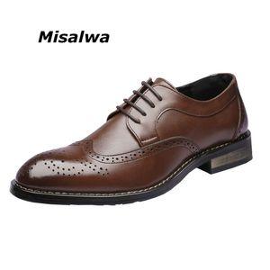 Misalwa Men's Leisure Classic Escova Vestido Brogue Shoes    Novo baixo meio derby calcanhar negócio carve padrão casual oxfords