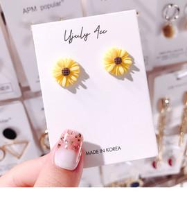 Süße Acryl Kleine Gänseblümchen-Bolzen-Ohrringe für Frauen-Mädchen-neue Blumen-weiße und gelbe Ohrring Hochzeit Braut Partei-Feiertag Schmuck