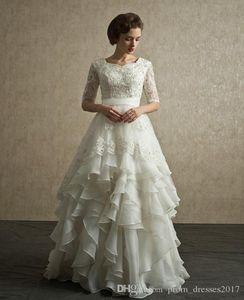 2020 Nova Chegada Modest Lace Wedding Dresses Scoop Decote Frisado Cristal Chão Comprimento A-Linha Meia Manga Organza Ruffled Brown Brown