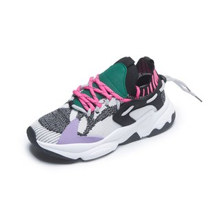 611 flying woven fabric with leather material color makes it bright, soft and breathable, and the front and rear strap design makes the shoe