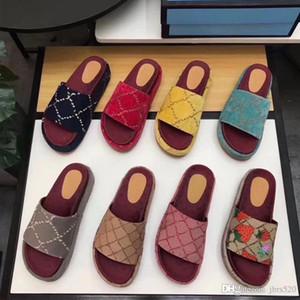 Designer Frau Pantoffeln Art und Weise Strand Thick Boden Pantoffeln Luxus Plattform Alphabet Dame Sandalen Leder-Absatzschuhe Große Größe 4-42