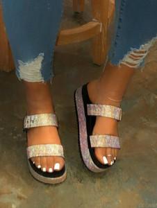 Fuera salvajes zapatillas de playa de damas a domicilio ocio flip flop de los viajes de primavera / verano de 2020 mujeres de doble capa sandalias de la hebilla del Rhinestone