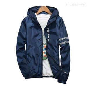 Frühlings-Sommer-Männer Kapuzenjacke Mode-Druck-wasserdichte dünne Windjacke Slim Fit Bomber-Jacken beiläufiges Sunscreen Mantel