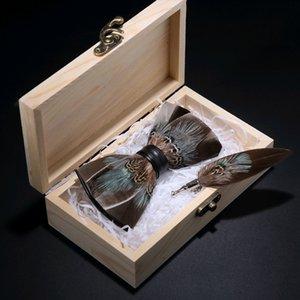 Jemygins Orijinal Yeni Tasarım Papyon Doğal Tüy El Yapımı kahverengi Kahve Papyon Broş Pin Ahşap Hediye Kutusu Gençlik Erkekler Için Set SH190727