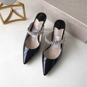 Ciabatte in pelle verniciata Tacco a spillo con tacco alto donna Sandalo Falt Sandalo con tracolla di cristallo a forma di stilista Donna Stile bianco nero