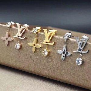 Top Jóias Designer Mulheres Brincos da flor de quatro brincos de aço inoxidável Folha de Prata Rose Gold assimétrica Diamante Stud presente com caixa
