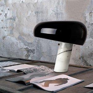 Lámpara de mesa decorativa de metal con diseño de seta minimalista moderna Dormitorio nórdico, base de mármol blanco, vidrio transparente E27 Iluminación LED