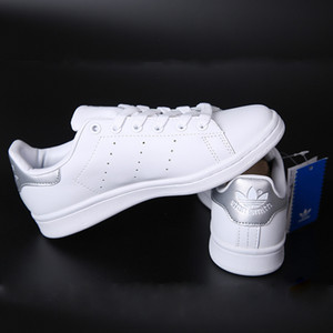 Brand new simple classic men's and women's sports casual shoes comfortable and breathable fashion white shoes