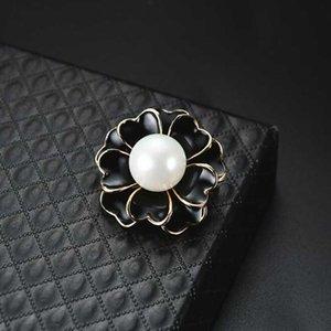 Elegant Women Black White Enamel Flower Bouquet Corsage Pearl Brooch Women Suit Lapel Pins Accessories