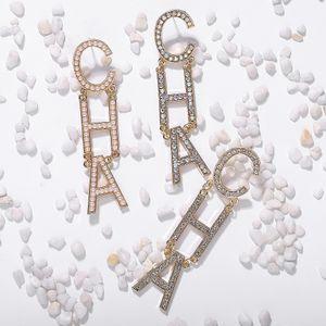 All'ingrosso di lusso della moda esagerato cristallo strass diamante Lettera CHA lungo orecchini di goccia lampadario perno penzolare per le donne