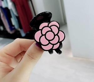 5x3cm Nouveaux accessoires de cheveux de luxe pour la collection Ladys Item Mode acrylique pince à cheveux camélia fleur VIP coiffure 3pcs / lot
