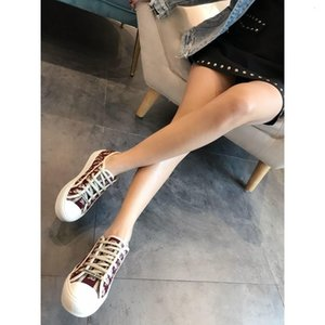 Luxury Designer Fashion Series Famous Brand Shoes Women &#039 ;S Flat Shoes Casual Canvas Fashion Sneakers Embroidery Shoes Qifu Free Shippi