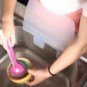 Hot Nützliche Kreative Küche Waschbecken Sucker Sink Klappen aus Kunststoff Öl oder Wasser Splash Abschirmplatte 1PCS
