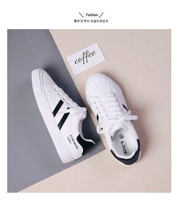 versão coreana de pequenos sapatos brancos Beier 2019 Outono novas alunas Joker plana sapatos de lona de couro e sapatos casuais algodão