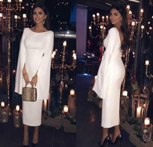Weiß SatinTea-Längen-Hüllen-Cocktailkleid 2020 eleganten Arabisch lange Ärmel Backless Frauen-formale Partei-Kleider Kurze Abendkleider