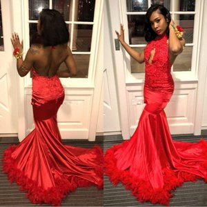 2019 Vintage Red Backless Piuma Abiti da sera Halter Appliques di pizzo Bead Paillettes Hollow Africa Prom Gown Sweep Train Shiny Party Dress