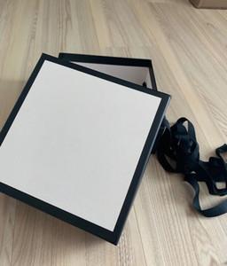 Diseñadores Bolsa de papel Carton Bolsa de polvo Mejor regalo Bolso Bufanda Bufanda Bufanda Tamaño 19 * 19 * 7.5cm