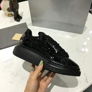 ملابس رجالية فاخرة أزياء رجالية مريحة عارضة أحذية عرض خاص مصمم أحذية رياضية عارضة أزياء حذاء رياضة