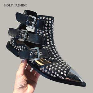 2019 Sonbahar Kadın Perçin Bilek Boots Kemer Toka Cut Out Siyah Kısa Çizme Metal Sivri Burun Punk Tarzı Moda Düz Ayakkabı