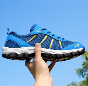 Outs Holloow respirável Men formais sapatos de bico fino couro de patente Oxford sapatos para homens Sapatos Negócios RME-303