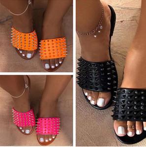 Frauen Designer Sandalen Schuhe Rivet Slippers Ladies Beach Slipper Stud Slippers Anti-Rutsch-Leder-beiläufige Spikes Schuhe Flip Flop Plus-D62201