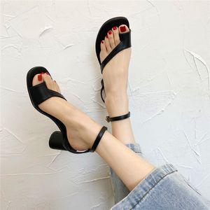 2020 donne slingbacks Sandali gladiatore sandalo delle donne pattini del ribattino nero rosso nudo bianco marca italiana sexy estreme pompe tacchi alti