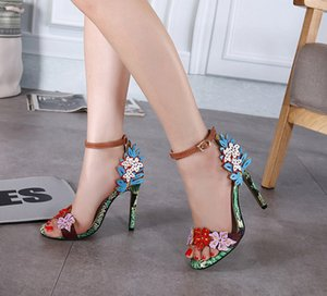 Venda quente-atacado sapatos de casamento das mulheres vestido de sandálias de salto alto moda serpentina oco festa flor boate sapatos de viagem