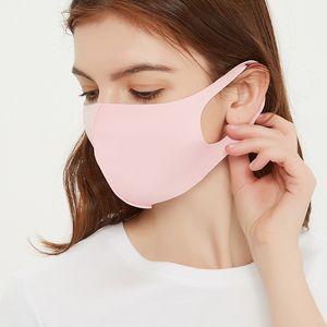 Lucha contra el polvo de la cara Maks PM2.5 Cúbrase la boca de los niños a prueba de polvo Boca de mufla reutilizable para adultos hielo de seda Máscaras de diseño 120pcs Máscara CCA12121