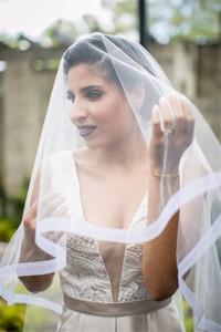 Tarak iki katman beyaz fildişi ile yeni At kılı Trim Veil Modern Bride Veil Bırak