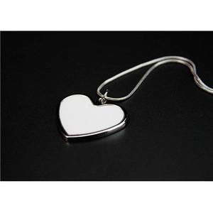 Heiße verkaufende neue Einzelhandelshalskette für Sublimationsdruck mit Aluminiumblatt-Zink-Legierungs-Halsketten-Herz-Form freier Raum mit Kleinverpackungs-Beutel