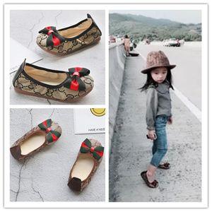 Inferior Casual deslizamento da lona Único macio meninas miúdos Shoes princesa borboleta Bow sapatos de dança de Plano em sapatas
