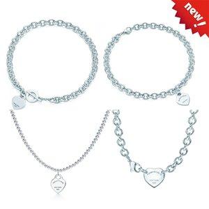 Heart Shaped chave transversal 925 Sterling Silver Mulher Colar Jóia Fashionable simples Memorial Colar do partido do dia do casamento