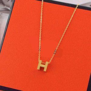New Fashion Mulheres Colar Pingente Electroplated colar corrente de Natal bonito ornamentos presentes Livre ShippingFashion marca nova vida de ouro é i