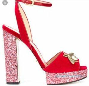 Yeni Geliş 2019 Tasarımcı Küçük Arılar Glitter Yüksek Platformu Topuklar Ayakkabı Kayış Koyun postu Bayanlar Sandalet C22