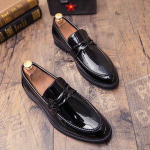 Men British Brogue Pointed Toe shoes New White Black Wedding shoes Men Dress Leather Formal Business Party Oxfords A21-30