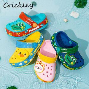 L'alta qualità dei bambini Croc scarpe da spiaggia del fumetto di estate dei pattini di nuoto per i ragazzi delle ragazze delicatamente antiscivolo coperta Bambino Bambini pantofole Y200520