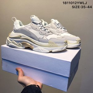 2020 Fashion Crystal Bottom Paris 17FW Triple S Designer Designer Sneakers Vintage Dad Platform Donna Luxury Casual Shoes Sport Scarpe da allenatore