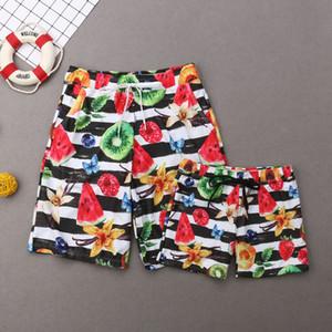2019 família Matching Swimwear Pai Mãe Crianças Swimsuit Mulheres Garota Halter Bikini Homens Boy listrado Trunks Terno Beachwear