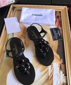 Chegada nova mens e mulheres 2017 moda causal sandálias de slides planas com efeito Pérola e ouro tonificado studs