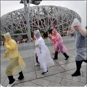 De una sola vez DYP484 el impermeable moda desechable de PVC impermeables E-amistoso del poncho ropa impermeable viaje capa de lluvia Lluvia desgaste al aire libre Sightseeing Escudo