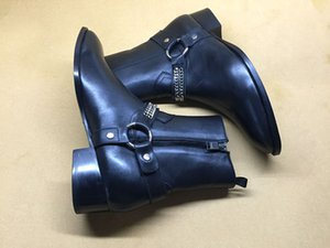 Cadeias de moda Zipper Botas masculinos de couro macio T Mostrar Stacked Heel Harness Sapatinho com caixa
