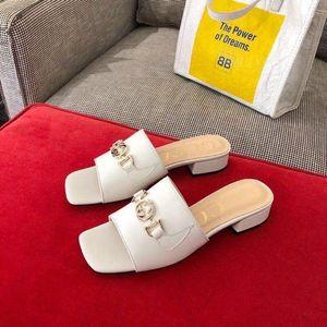 Novas senhoras Zumi sandálias de couro e chinelos sapatos de grife de luxo bloqueio duplo G Eqüestre Chinelo mulas calcanhar meio 1