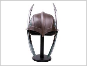1: 1The Avengers Reçine Thor Thor Cosplay Halloween Koleksiyon Silah çekiç deprem modeli oyuncak Kıyafet balosu hediye Maske kask