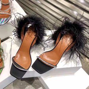 Vendita calda-qualità ufficiale di lusso Amina Muaddi scamosciato sandalo Adwoa in piuma nera Crysta Sandali in pelle da donna sandali scarpe
