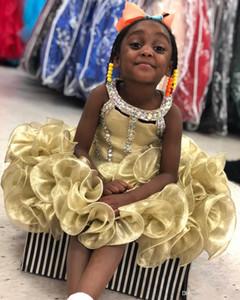 2019 New Adorável Cupcake Little Girls pageant vestidos Cristais Contas Strass Sem Mangas Flor Menina Vestido para o casamento Para As Meninas