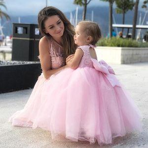 Новый Coming розовый тюль платье девушки цветка на день рождения партии Симпатичные девушки Pageant Gowns с большим бантом выполненном на заказ