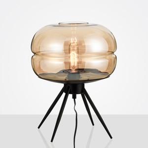 Luces led posmodernas Dormitorio Sala de estar Trípode arte Lámpara de mesa Decorativo de cristal Iluminación de escritorio Hotel americano Lámparas de mesa simples
