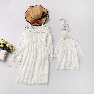 Famille Regardez dentelle Mère fille robes vêtements assortis Maman et moi Maman maman maman et robe de bébé Vêtements pour femmes Filles Tenues