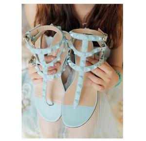 Boyutu 34-42 gökkuşağı renk gladyatör sandalet kadın perçinler flip flop T kayış-sandalet ayak bileği kemer Roma ayakkabı