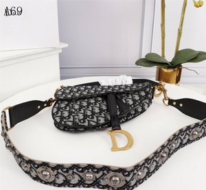 New Fashion Classic lady shoulder bag embroidered saddle bag fashion metal letter handbag style great accessories box size 25 cm
